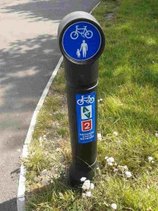 Avenue Verte signpost on National Cycle Route 2